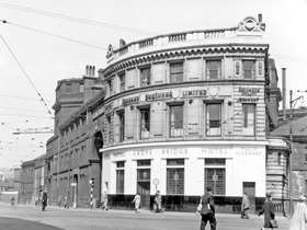 Black and white image of historic pub on Castlegate