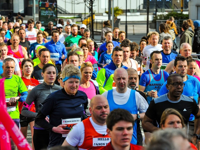 Crowd of runners in Sheffield 10k